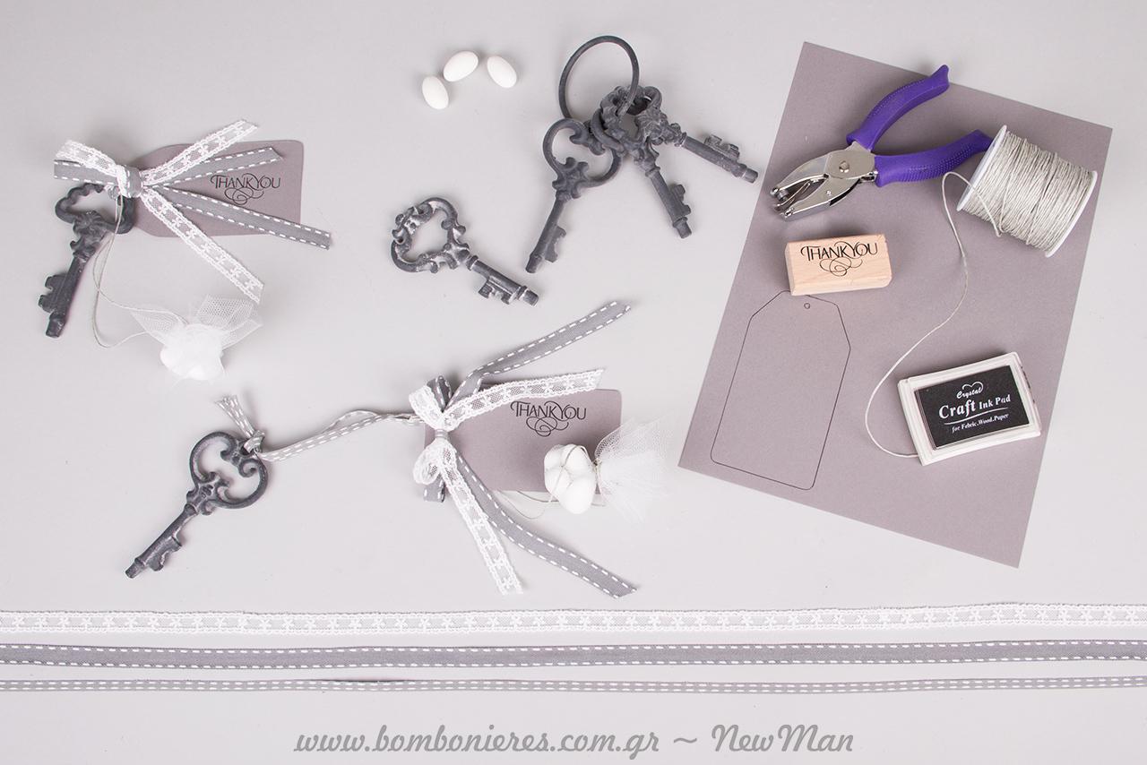 Κρεμαστή μπομπονιέρα γάμου με σιδερένιο κλειδί