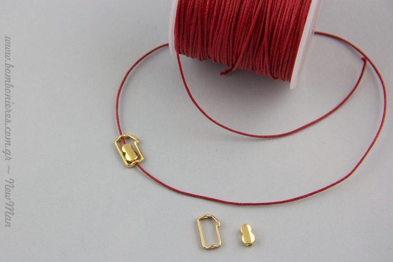 Το μεταλλικό διακοσμητικό 18 σε χρυσαφένια απόχρωση είναι πολύ ιδιαίτερο και αποτελείται από δυο κομμάτια (235193 & 235237). Με διπλές τρυπίτσες το κάθε κομμάτι για να περάσετε εύκολα το κορδόνι της επιλογής σας.
