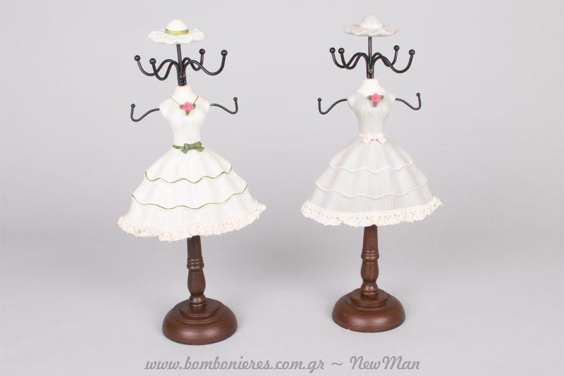 Κοσμηματοθήκες με δαντελένια φορεματάκια και τριανταφυλλάκι στο μπούστο (6 άγκιστρα και ξύλινη βάση).