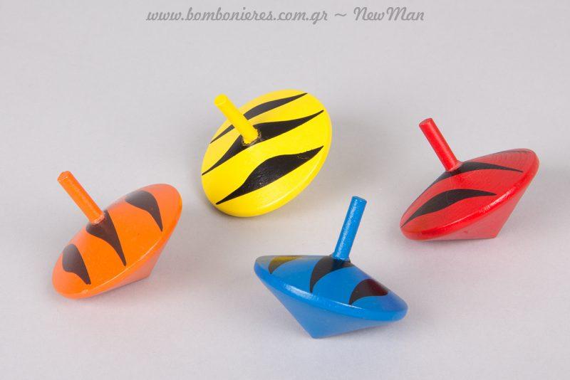 Δίχρωμες πλατιές ξύλινες σβούρες σε κόκκινο-μαύρο, μπλε-μαύρο, κίτρινο-μαύρο και πορτοκαλί μαύρο.