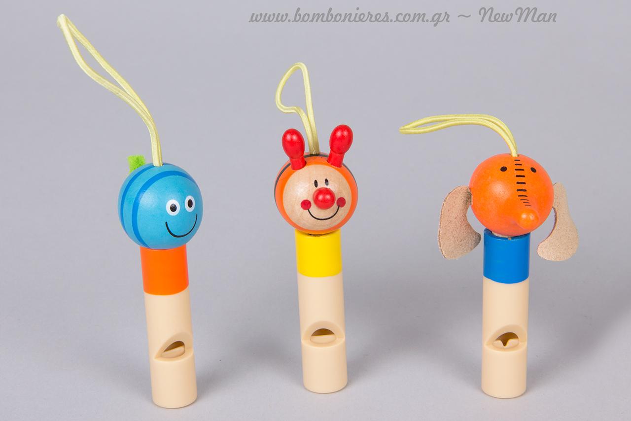 Κρεμαστές ξύλινες σφυρίχτρες κινητού σε διάφορα σχέδια (λιοντάρι, μέλισσα, Κλόουν κλπ).