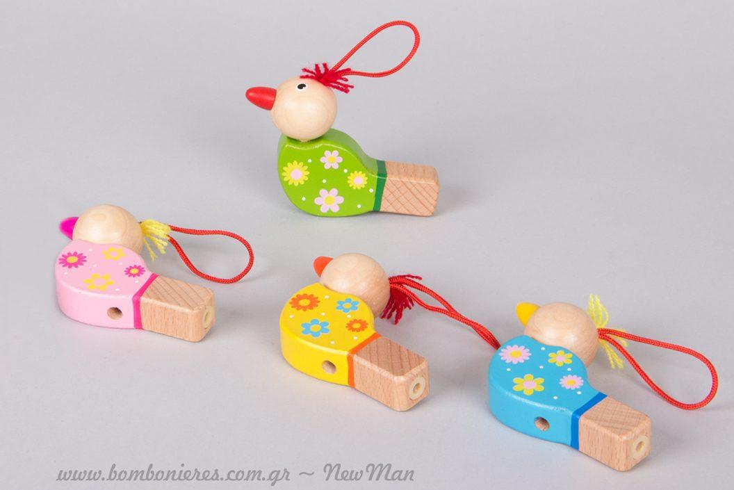 Κρεμαστές ξύλινες σφυρίχτρες πουλάκια σε διάφορα χρώματα και σχέδια. Ιδανικές και ως στολίδια στο χριστουγεννιάτικο δέντρο.