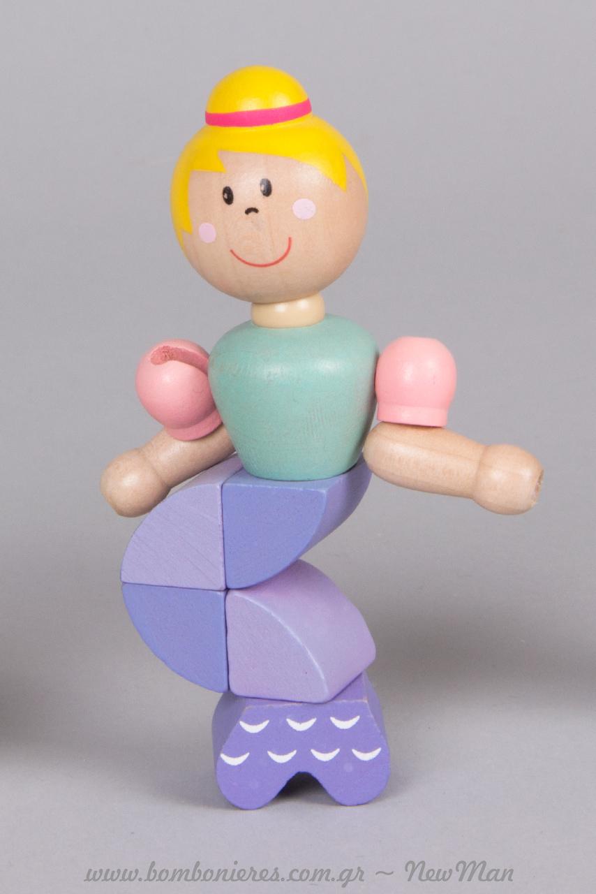 Ξύλινη γοργόνα με ξανθά μαλλιά σε μωβ-ροζ και βεραμάν αποχρώσεις.