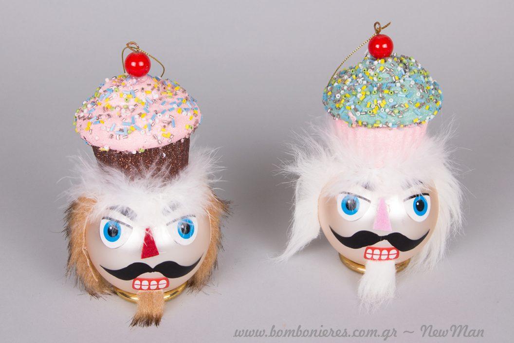 Καρυοθραύστης (γυάλινη μπάλα) με cupcake σε δυο χρωματικές παραλλαγές.
