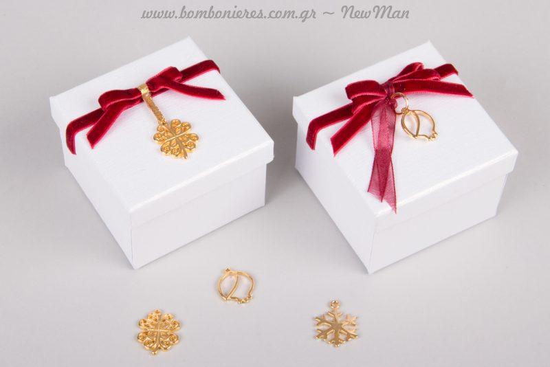 Μπομπονιέρα σε κουτί με διακοσμητικό τετράφυλλο τριφύλλι ή με διακοσμητικό ρόδι (περίγραμμα).