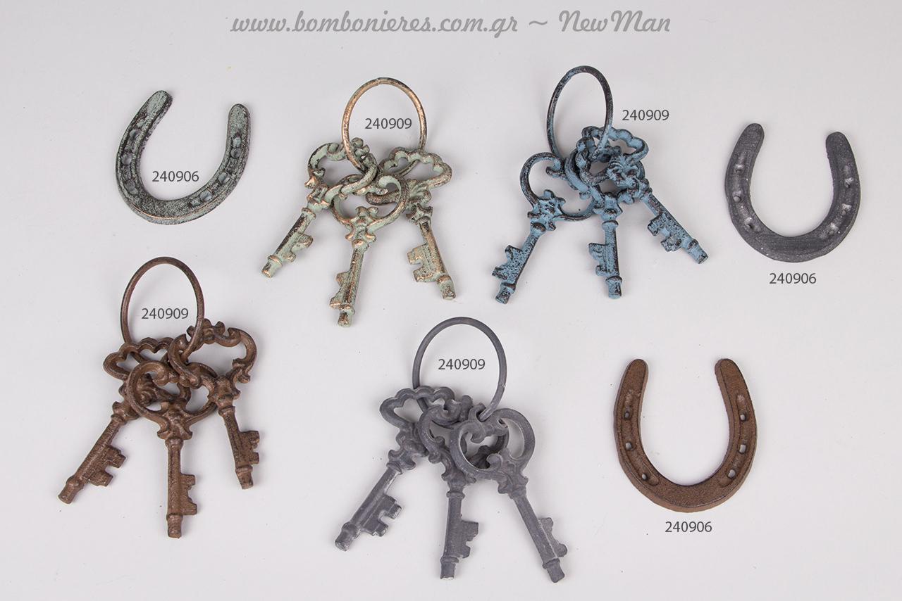 Vintage κλειδιά και πέταλα ως κεντρικά διακοσμητικά στοιχεία στα γούρια-δωράκια σας.