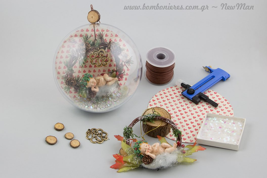 DIY χριστουγεννιάτικη μπάλα με στεφάνι κι αγγελάκι που κοιμάται.