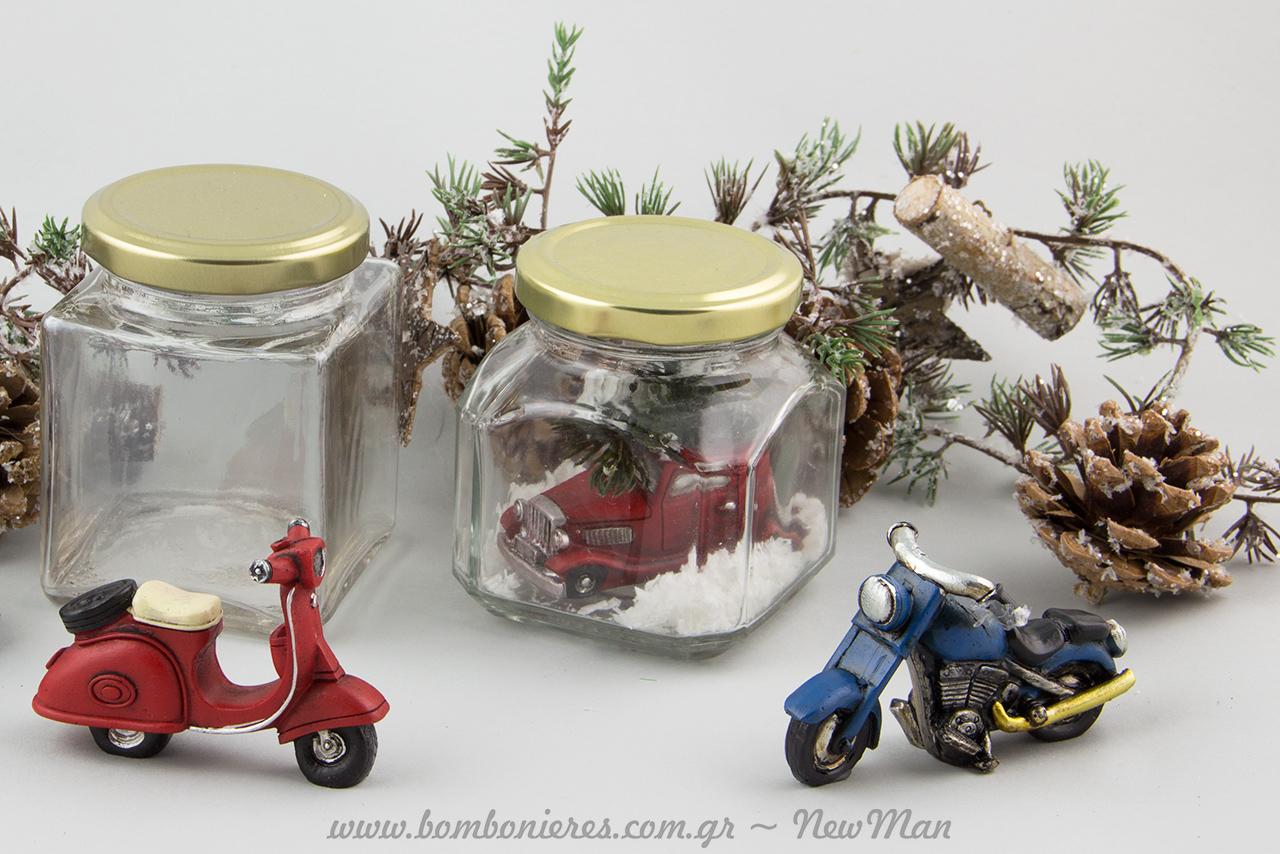 Πολυεστερικές μινιατούρες (αυτοκινητάκι, μηχανή και Vespa), και γυάλινα βάζα για την χριστουγεννιάτικη σας διακόσμηση.