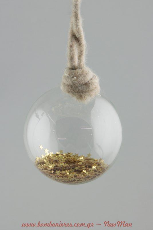 Γυάλινη μπάλα με μάλλινο κορδόνι και αστεράκια σε χρυσαφένια απόχρωση.
