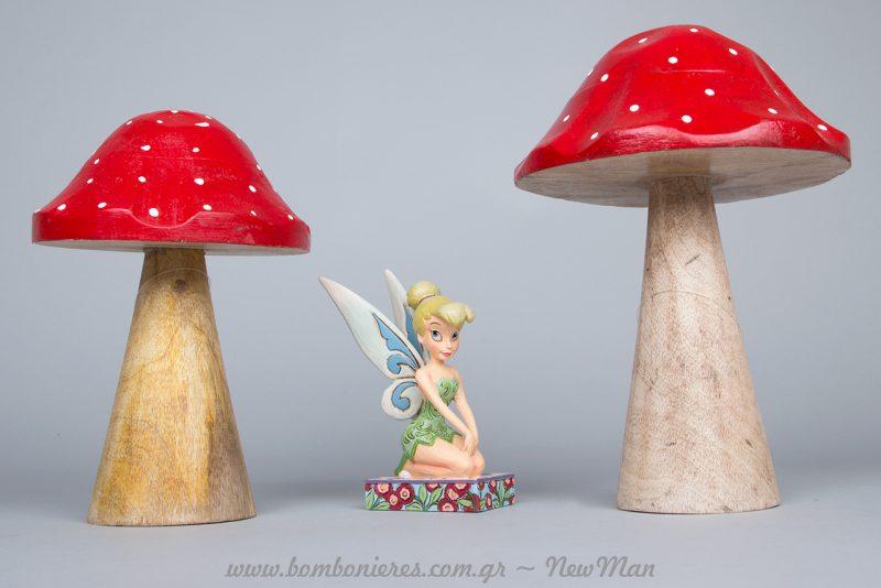 Tinker Bell από τη χριστουγεννιάτικη σειρά της Disney για να δείτε πόσο εύκολα μπορούν να συνδυαστούν με τα υπέροχα ξύλινα μανιτάρια μας.