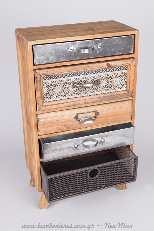 Ξύλινη συρταριέρα με ποδαράκια (48cm) σε ρουστίκ ύφος με διαφορετικές διαστάσεις και πρόσοψη σε καθένα από τα 5 συρτάρια της.