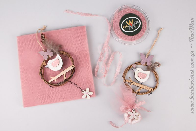 Θέμα πουλάκι για την βάπτισης της μικρής σας και ροζ πινελιές για ένα ρομαντικό αποτέλεσμα.