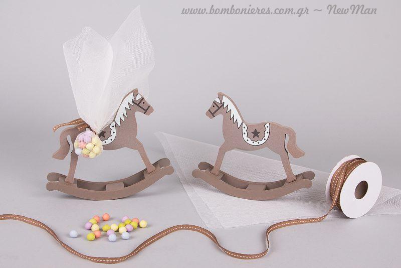 Ξύλινο κουνιστό αλογάκι Natural με σχέδιο αστέρι για τη βάπτιση του μικρού σας πρίγκηπα.
