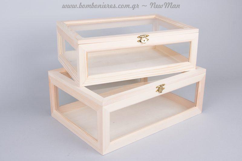 Ξύλινα κουτιά με τζάμι σε φυσική απόχρωση αντί του παραδοσιακού ευχολογίου.