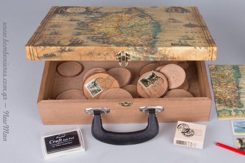 Vintage ξύλινο βαλιτσάκι ευχών με τη μέθοδο ντεκουπάζ.