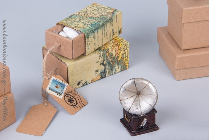 DIY χαρτο-μπομπονιέρα και μινιατούρα γραμμόφωνο σε ασημί απόχρωση.
