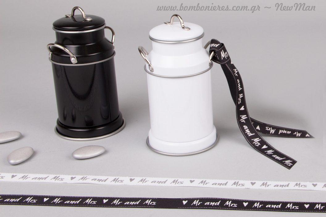 Μεταλλική καρδάρα σε άσπρο ή μαύρο με κορδέλα Mr & Mrs για την μπομπονιέρα του γάμου σας.