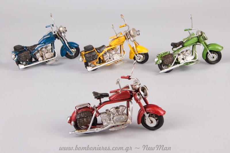 Θέμα μηχανή, και μεταλλικές Harley σε μοναδικές vintage αποχρώσεις.