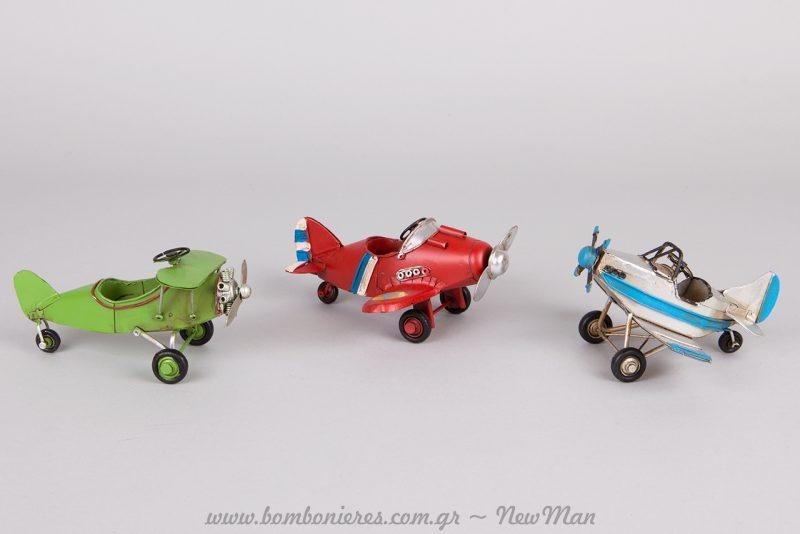 Τα μεταλλικά αυτά vintage αεροπλανάκια θα αποτελέσουν υπέροχες αγορίστικες μπομπονιέρες.