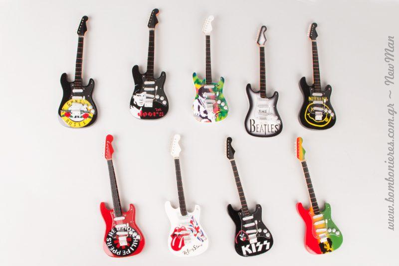 Κάθε κιθάρα εμπνέεται κι από ένα γνωστό ροκ συγκρότημα (Κiss, Beatles, Rolling Stones, Beatles κλπ.).