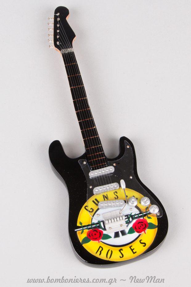 Ξύλινη ηλεκτρική κιθάρα (μινιατούρα) Guns N' Roses.