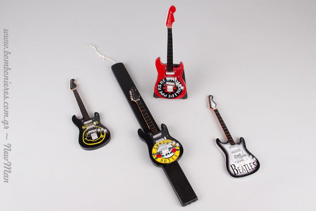 Εμείς συνδυάσαμε ηλεκτρική κιθάρα Guns N' Roses με πλακέ κερί σε μαύρο χρώμα.