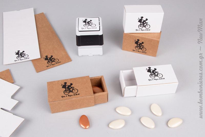 Σε λευκή ή φυσική απόχρωση τα συρταρωτά κουτιά kraft, διατίθενται ανοιχτά.