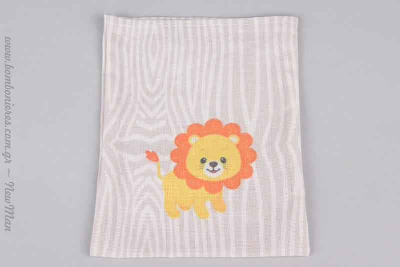 Μωρό λιονταράκι σε πουγκί για μια μπομπονιέρα βάπτισης που θα ξεχωρίσει.