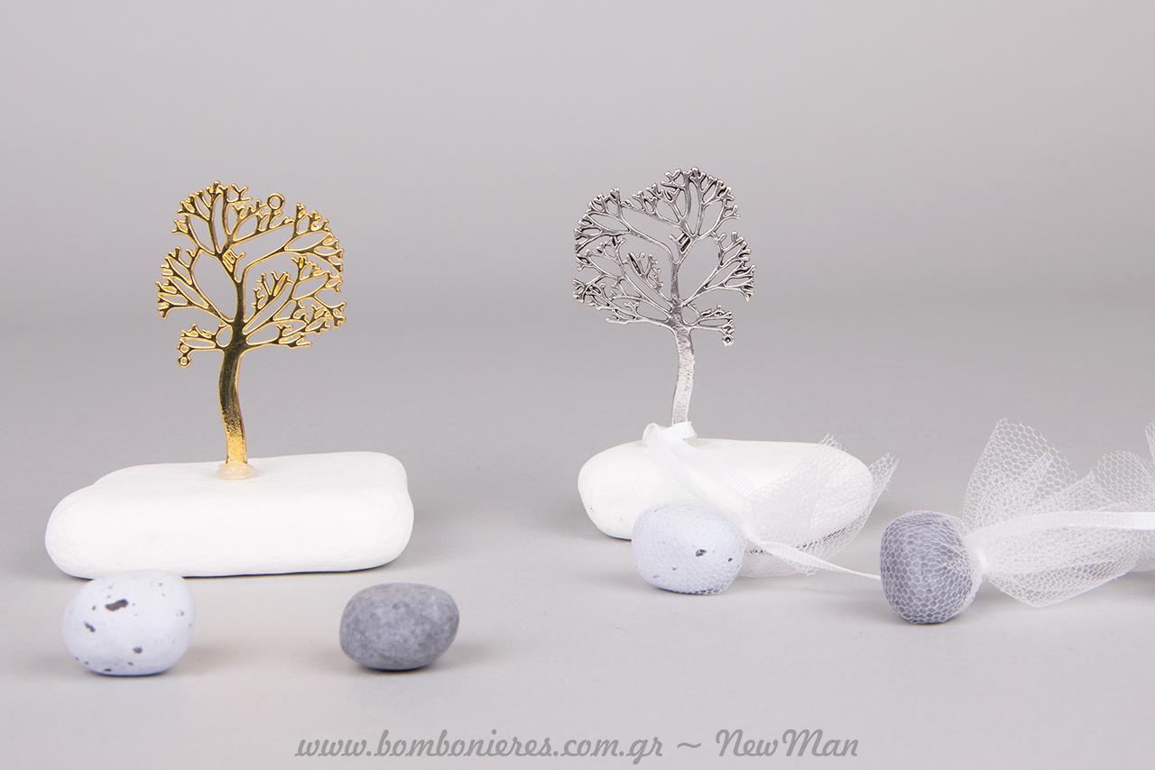 Μεταλλικό Δέντρο της Ζωής σε ασημένια ή χρυσαφί απόχρωση πάνω σε πέτρα (μάρμαρο Θάσου).