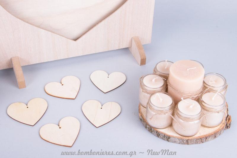 Ροδέλα ξύλου ( 17cm) με 8 κεριά σε φυσική απόχρωση και ξύλινες καρδιές για τις μοναδικές ευχές των καλεσμένων σας.