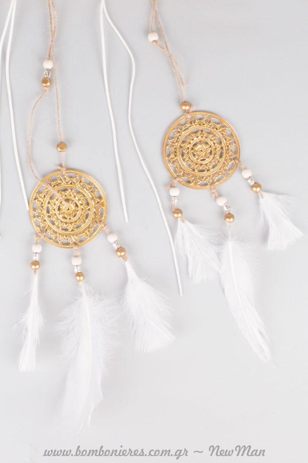 Σκαλιστές Ονειροπαγίδες με χάντρες και φτερά για την κρεμαστή σύνθεση με βέλος του έρωτα.