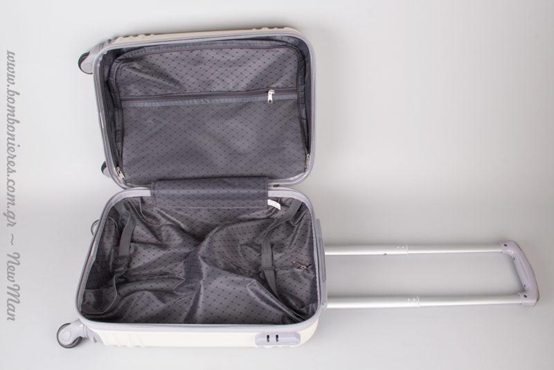 Το εσωτερικό της βαλίτσας είναι εξίσου κομψό με το εξωτερικό. Δε συμφωνείτε;