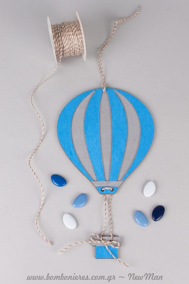 Για τη βαπτιστική λαμπάδα, ξύλινο αερόστατο μεγάλο (24 x 17cm) ζωγραφισμένο με μαρκαδόρους Posca.