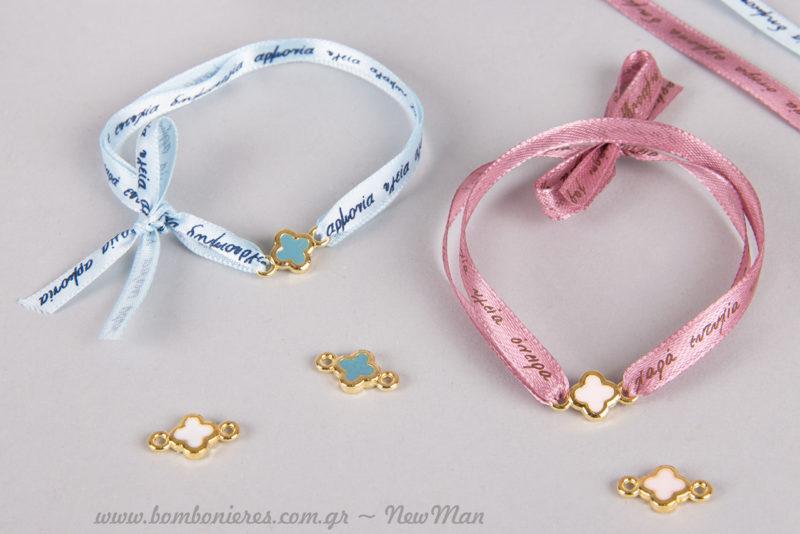 Μεταλλικά σταυρουδάκια σε χρυσαφένια απόχρωση με σμάλτο σε 4 διαφορετικά χρώματα: λευκό, ροζ, εκρού, σιέλ.