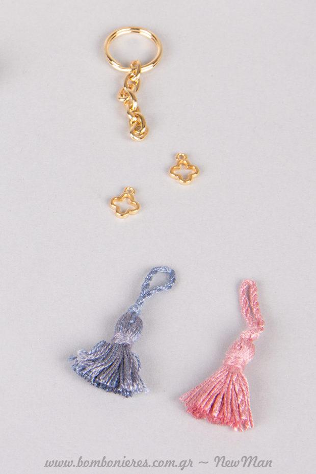 Βαμβακερές φούντες σε ροζ ή μπλε αναλόγως το φύλο του μωρού.