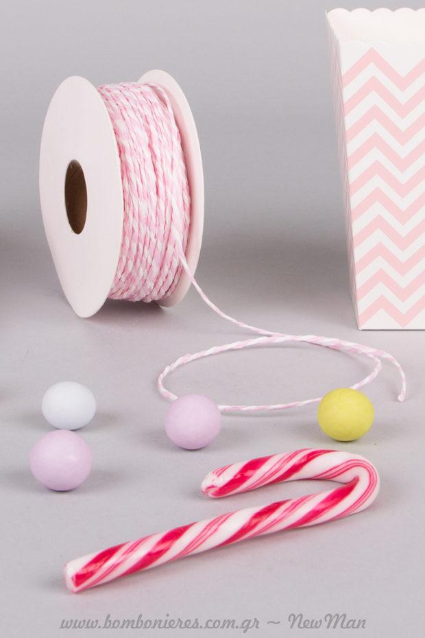 Δίχρωμο χάρτινο κορδόνι σε ροζ-λευκό (1-2mm x 50m) και πεντανόστιμα γλειφιτζούρια φράουλα.