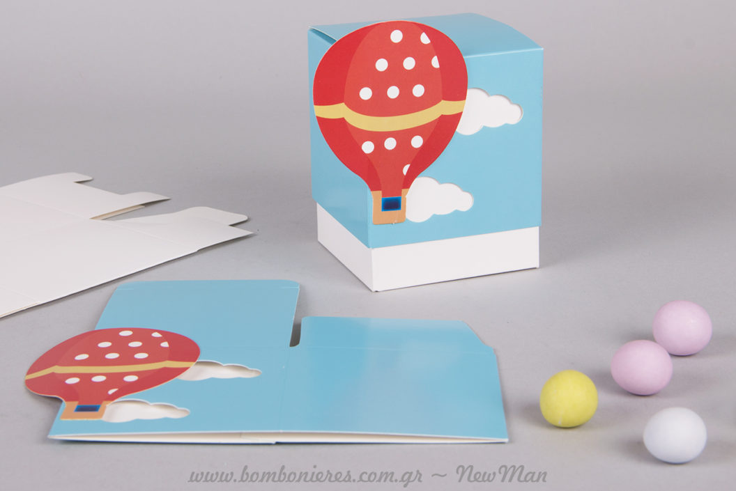 Τα χάρτινα κουτιά (Αερόστατο) είναι ιδιαίτερα εύκολα στη συναρμολόγηση. Μπομπονιέρα σε χάρτινο κουτί (7 x 7cm) με θέμα Αερόστατο για τη βάπτιση του μικρού σας.