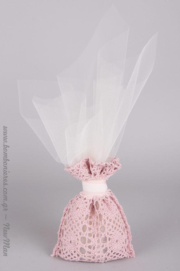 Ρομαντική μπομπονιέρα σε δαντελένιο vintage πουγκάκι (ροζ). Κατάλληλη και για κοριτσίστικη βάπτιση.
