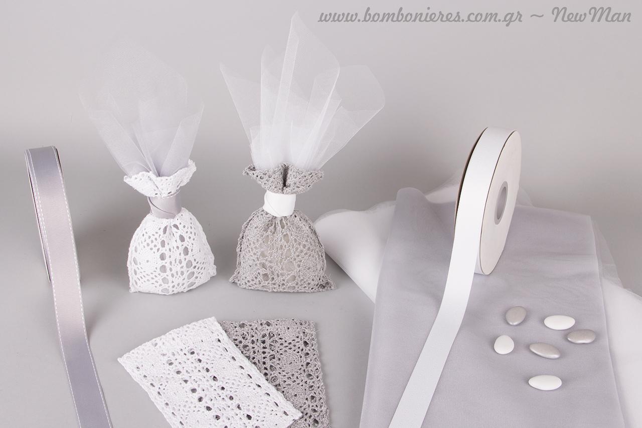 Μπομπονιέρες (δαντελένιο πουγκί) σε γκρι/ασημί –λευκό για κλασικό στυλ με vintage λάμψη.
