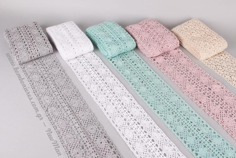 Λευκό, γκρι, εκρού, ροζ, βεραμάν δαντέλες για vintage αισθητική στο γάμο ή τη βάπτιση.