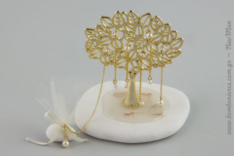 Δέντρο της Ζωής με πέρλες κι αλυσιδούλες πάνω σε βότσαλο για την μπομπονιέρα του γάμου σας.