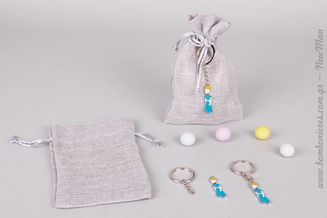 Αγορίστικη μπομπονιέρα βάπτισης σε πουγκί καμβά με κορδόνι (12 x 16cm) και διακοσμητικό μπρελόκ Μικρός Πρίγκηπας.