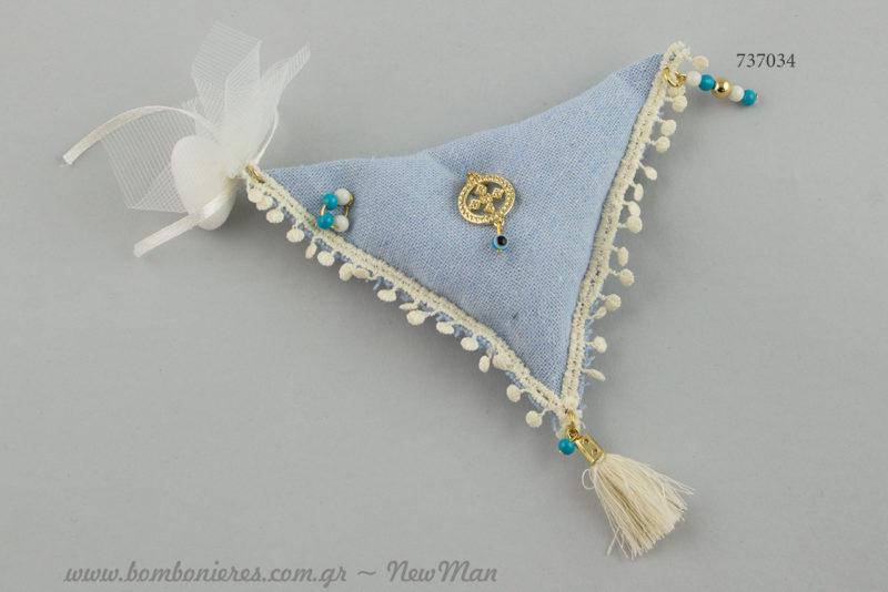 Μπομπονιέρα βάπτισης- μαξιλαράκι με σταυρουδάκι για τη βάπτιση του μικρού σας μπόμπιρα.