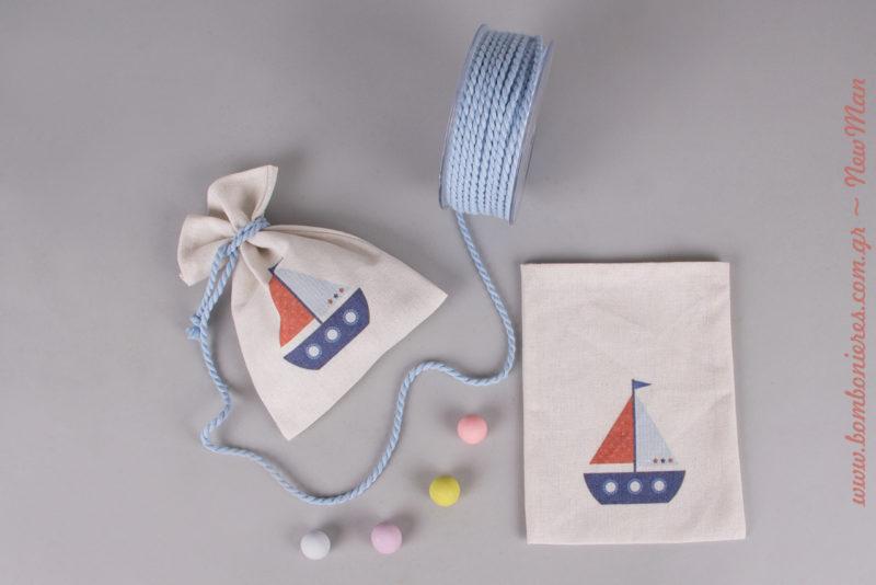 Λινό εκρού πουγκί με σχέδιο καράβι (διατίθεται σε συσκευασία των 10 τεμαχίων) για την μπομπονιέρα της βάπτισης.