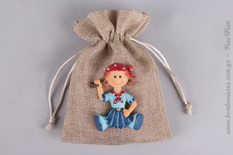 Χαμογελαστή πειρατίνα- μαγνητάκι με κόκκινο πουά μαντήλι για την μπομπονιέρα της βάπτισης (διατίθεται σε συσκευασία των 2 τεμαχίων).