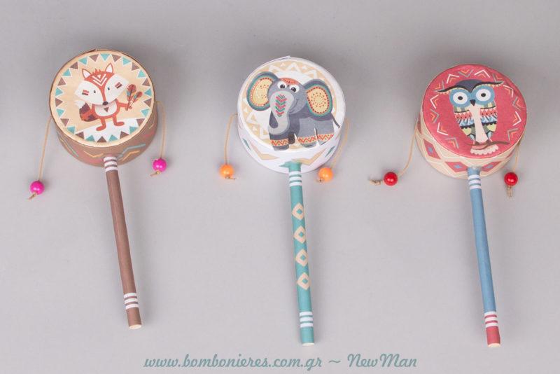 Χάρτινα τύμπανα της Χαράς (rattle drums) για τα δωράκια του παιδικού πάρτι. Διατίθεται σε συσκευασία των 2 τεμαχίων.