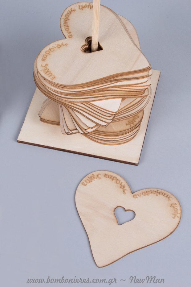Ξύλινο ευχολόγιο με βάση & 50 καρδιές για το τραπέζι ευχών του γάμου σας. Ευχές καρδιάς που θα γίνουν αναμνήσεις ζωής για εσάς και τον/την αγαπημένο/η σας.