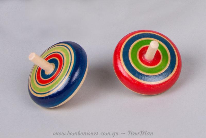 Ξύλινες παιδικές σβούρες γεμάτες χρώμα και όρεξη για παιχνίδι. Διατίθενται σε συσκευασία των 3 τεμαχίων.