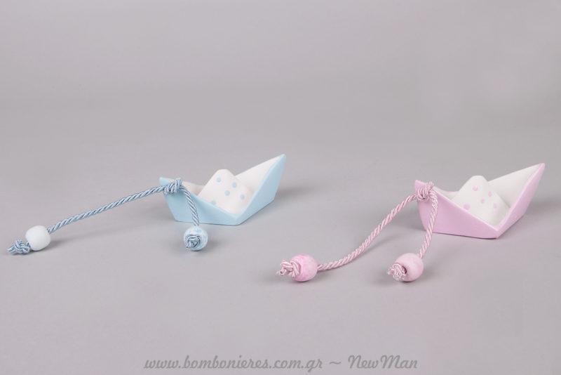 Χαριτωμένα καραβάκια σε πουά σχέδιο (λευκό/ροζ ή λευκό σιέλ) για την μπομπονιέρα του γάμου ή της βάπτισης.