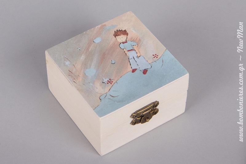 Ξύλινη μπιζουτιέρα-μπομπονιέρα με σχέδιο Μικρός Πρίγκηπας (9 x 9 x 5cm) για την μπομπονιέρα της βάπτισης (αγόρι).